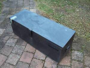 Steel checker plate toolbox for ute tray.