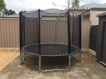 Round 8ft Trampoline with some netting