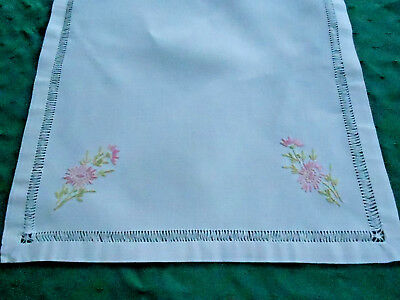 Beautiful Pink Embroidery Button Hole Wide Lace Cotton Blended Table Topper