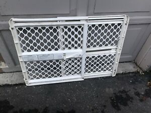 Adjustable Baby/Pet Gate