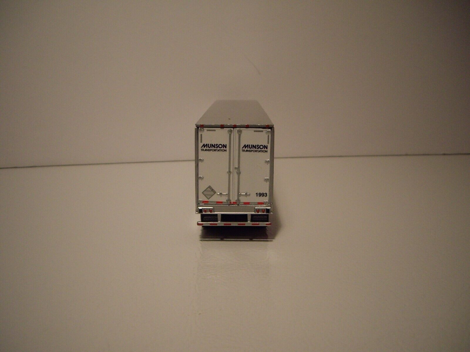 DCP 1/64 MUNSON TRANS FREIGHTLINER COLUMBIA WITH SLEEPER AND 53' DRY VAN 7