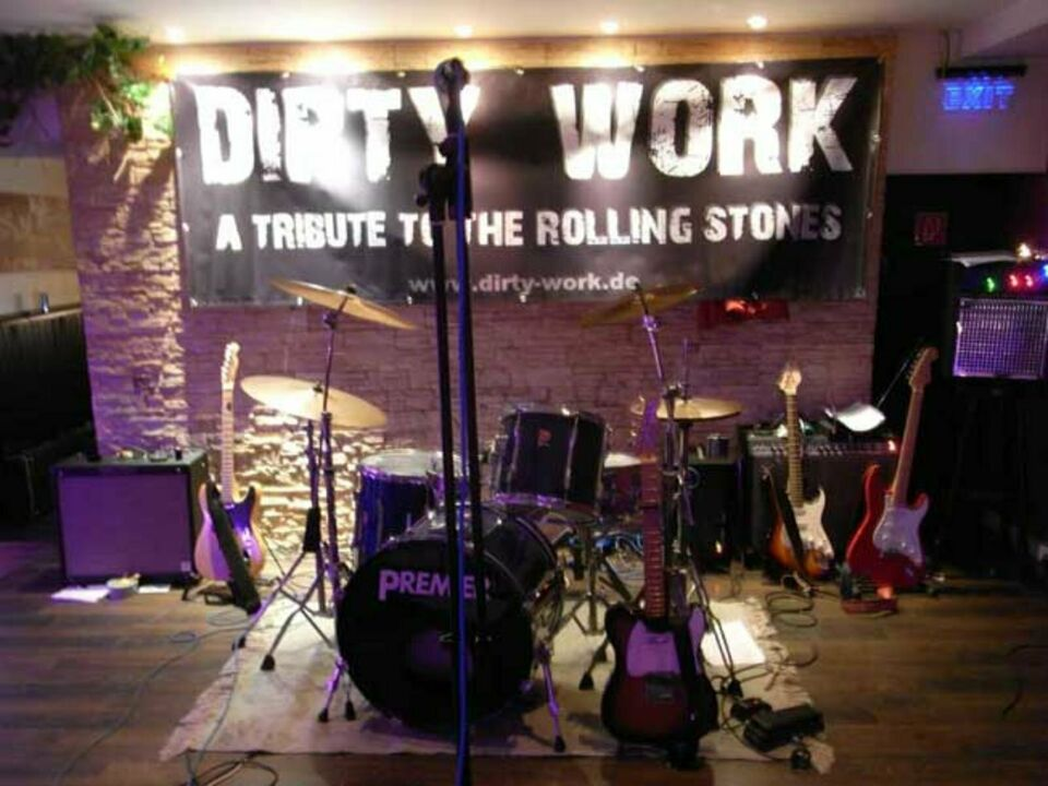DIRTY WORK Banner und TLDs de eu band rocks in München