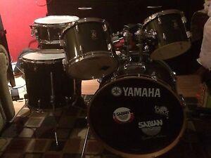 YAMAHA Rydeen 5 piece drum set W/ cymbals & stands
