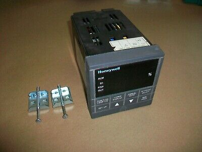 Honeywell Process Controller Udc3300  Dc330b-k0-103-21-0a0000-00-0