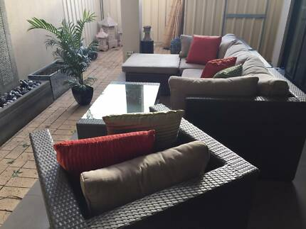 Outdoor Lounge with Coffee Table (6 pieces)