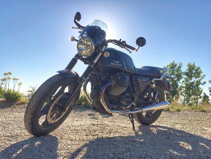 Moto Guzzi V7 Stone 2014 motorcycle