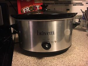 Crockpot/slow cooker lot (2)