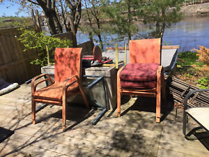 Patio furniture painted vibrant orange n green $10 each