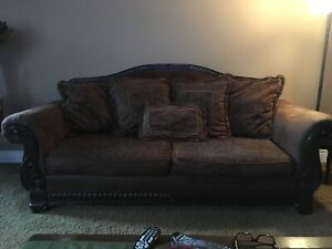 Couch and live seat set