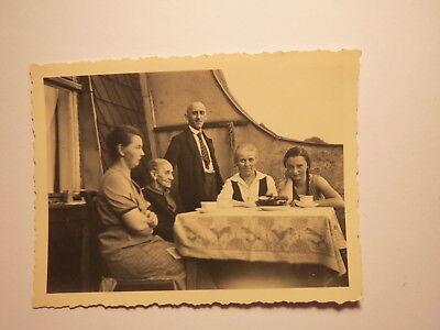 Zopf Essen (Mann & 3 Frauen & schönes Mädchen mit Zopf Essen auf Balkon 1937 Foto Annaberg)