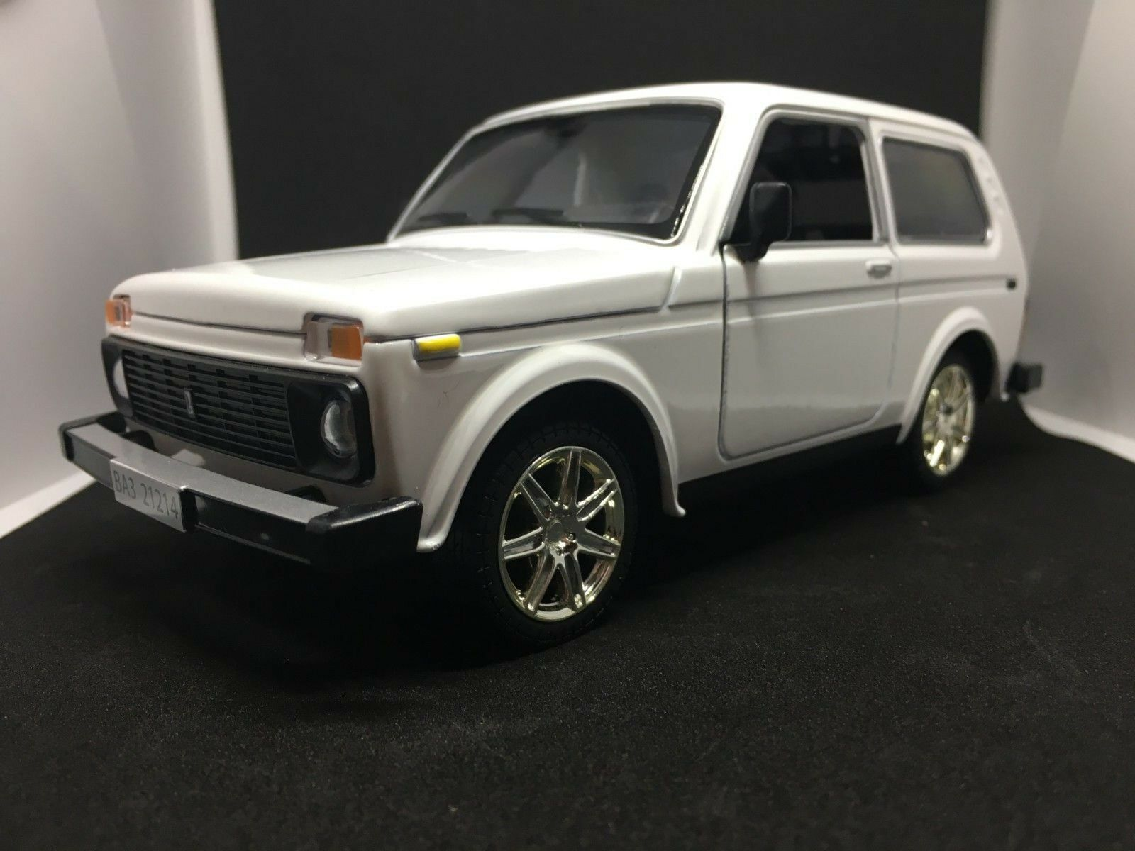 VAZ-2104 LADA Riva 1//24 Scale Estate Nova USSR Diecast Model Car Limited Edition
