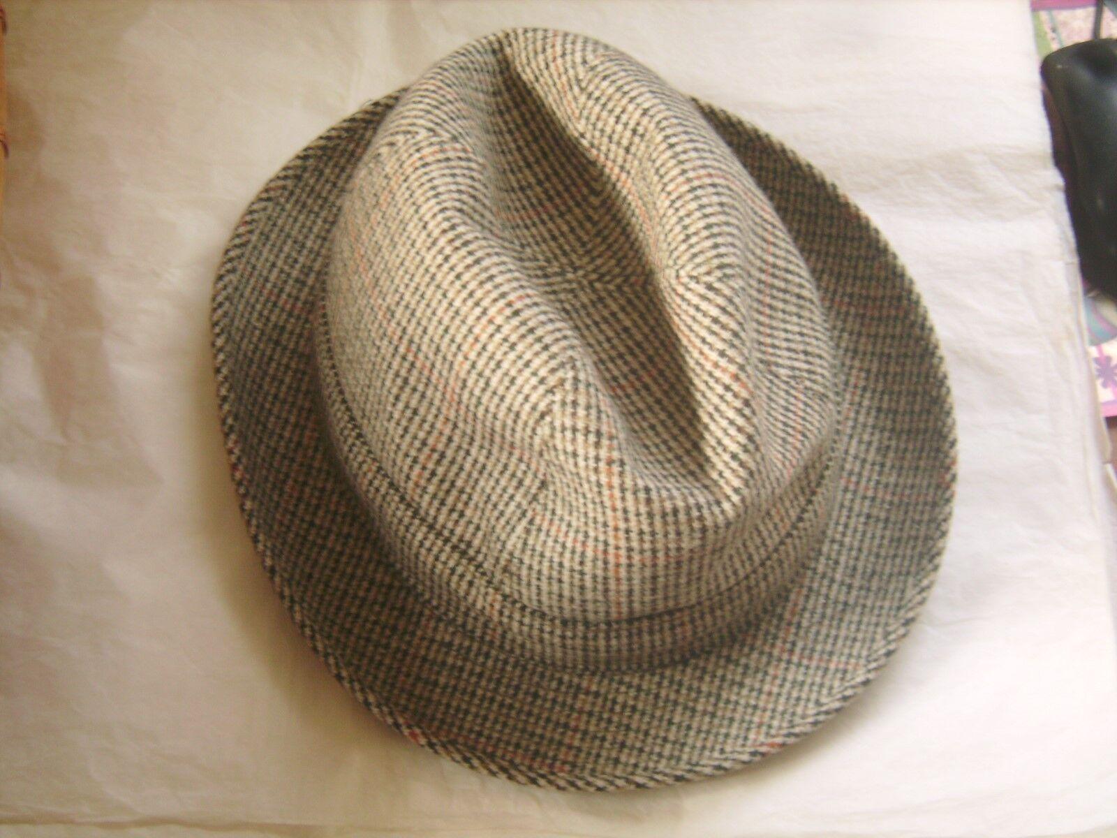 Beau chapeau flechet en pure laine tissé en grande-bretagne t 56 tbe