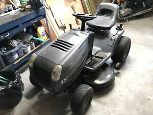 2004 17.5hp Murray lawn tractor w 500lbs dump trailer