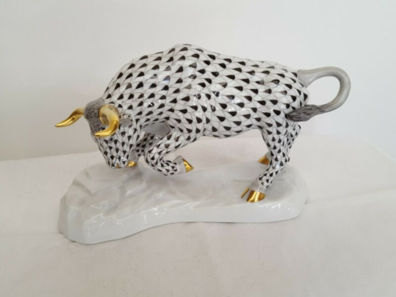 "Herend Kingdom Classic - Black Fishnet ""Charging Bull"" Porcelain 2003 - Preowned"