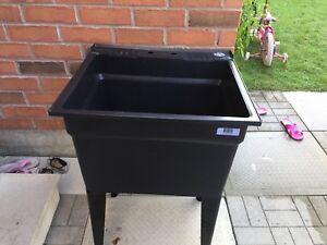 Laundry tub(look like new)