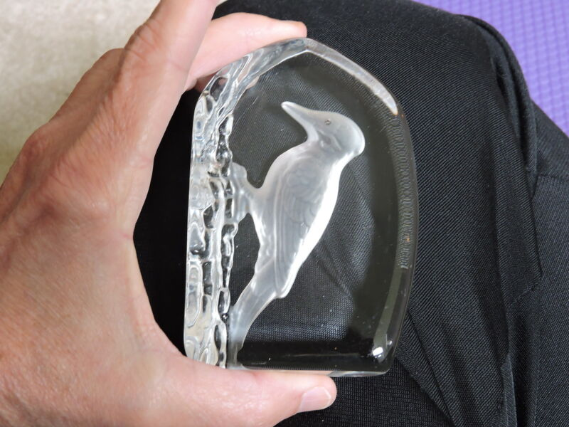 WEDGWOOD CRYSTAL WOODPECKER deeply etched paperweight or standing sculpture
