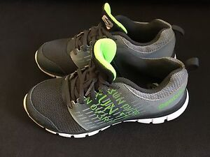 Reebok Size 4 Running Shoes