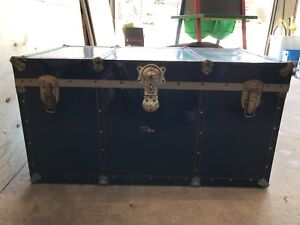Vintage Large Steamer Travel Trunk (WITH KEYS)