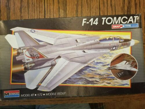 MONOGRAM F-14 TOMCAT, WITH STAND