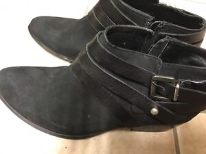 Steve Madden black leather booties (size 8.5)