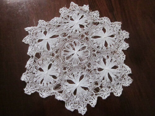 FINEST ANTIQUE NEEDLE LACE DOILEY