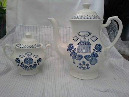 COLLECTORS ROYAL STAFFORDSHIRE Teapot & Sugar bowl  J&G Meakin Yelarbon Goondiwindi Area Preview