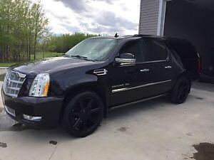 2011 Cadillac Escalade ESV Platinum Low KM!