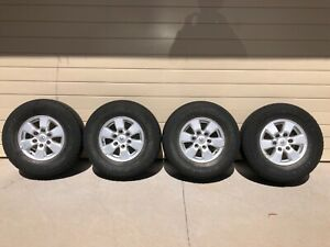 Toyota Hilux SR5 wheels and tyres