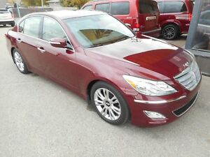 2013 Hyundai Genesis 3.8 Technology luxury / leather / Low KM