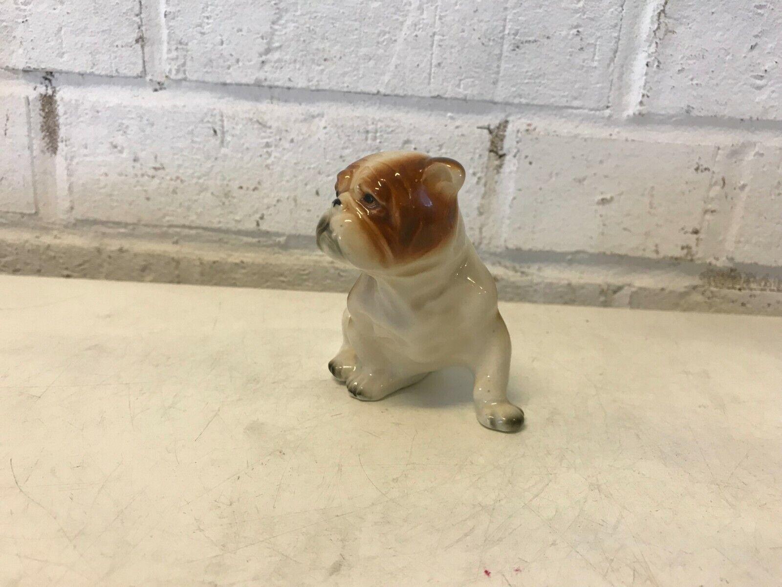 Bulldog anglais figurine assis marron & blanc porcelaine