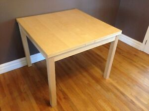 Extendable dinning table plus 4 chairs set
