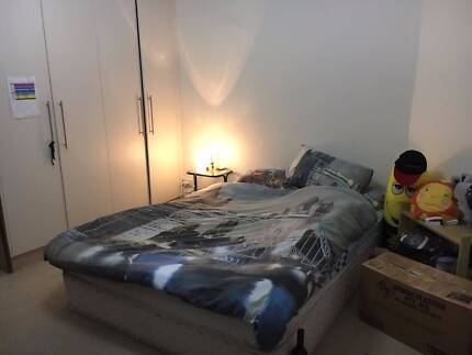 Kensington Park - LARGE bedroom fully furnished **Available NOW**