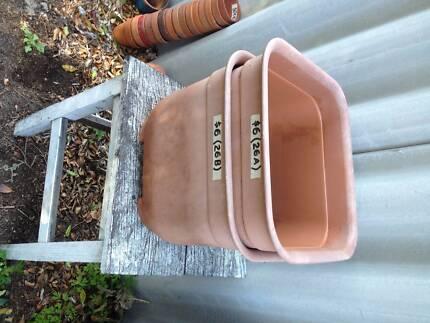 2 X Plastic - square pots