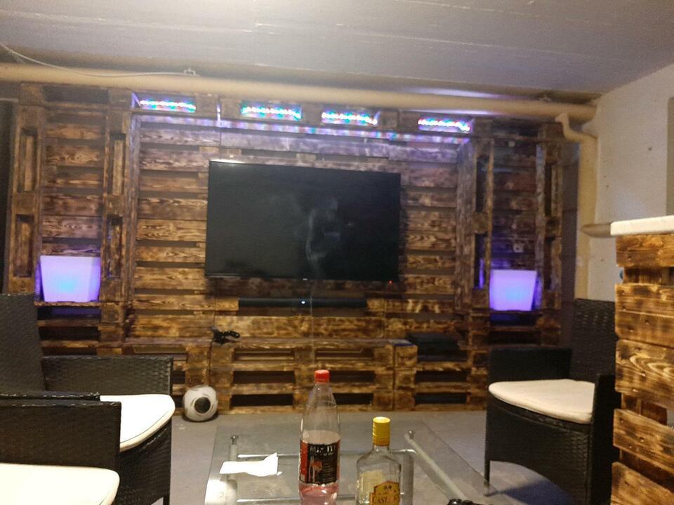 Wohnwand Paletten Möbel Partyraum in Clausen Kreis Pirmasens