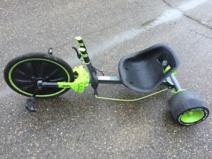 Kids tricycle.1 wheel is worn out. I deliver.