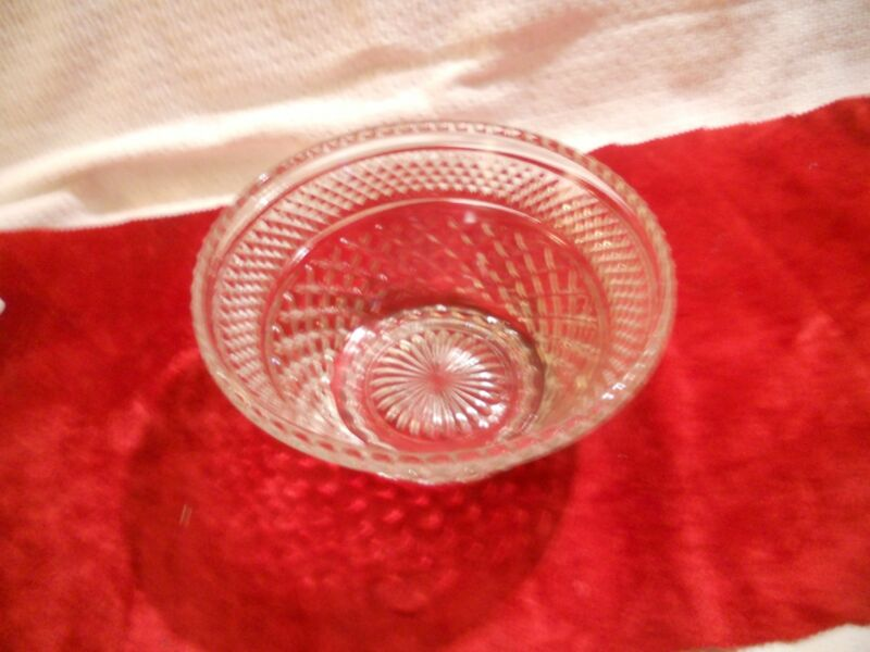 Anchor Hocking Wexford Crystal 3 qt Bowl with small Scalloped Edge