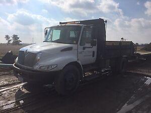 2007 international 4300 dump truck.