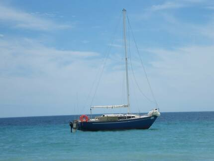 24'Roberts Cruising Trailer Sailer