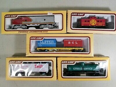 Life-Like HO Scale Train Set: 8689 F-7 Santa Fe Locomotive, 3 Cars & Caboose