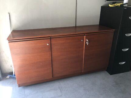 Credenza Per Hume : Criterion corner office desk with credenza and hutch pickup berwick