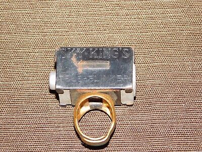 VINTAGE 1940S TV RADIO SKY KING'S TELE-BLINKER HORSE YELLOW FURY TOY RING