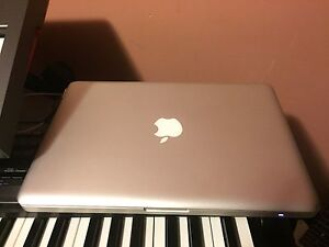 MacBook Pro 2011 Early 13 inch 4gb Ram 320gb HD 2.3 core i5  +
