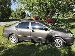 SellinG toyota corolla Ce 4dr
