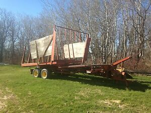 New Holland 1044 Pull Type Bale Wagon Stackliner / Bale Stacker