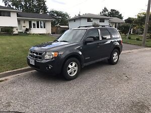 2008 Ford Escape XLT - Leather/Sunroof + Fully Loaded!