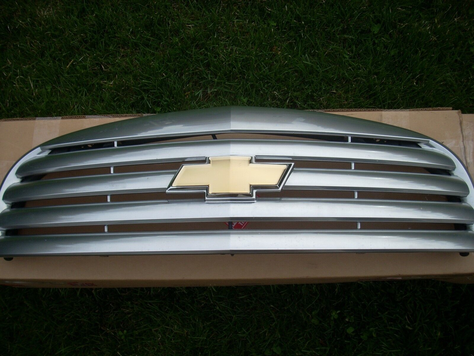 Chevrolet GM OEM 06 11 HHR Grille Grill 20836147...NOT AFTERMARKET