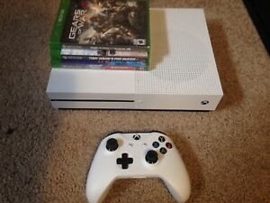 Like new Xbox one s - with 3 games controller