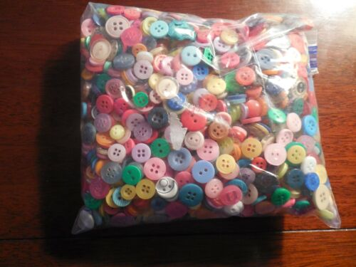 VINTAGE LOT OF BUTTONS ANTIQUE CRAFTS-SEWING MIXED UN SEARCHED 1 POUND