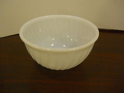 Medium Nesting Bowl (Vintage Fire King oven ware mixing nesting bowl white swirl 9