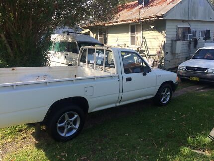 Toyota ute 2.4. manual 5sp. Petrol. 12 months rego.